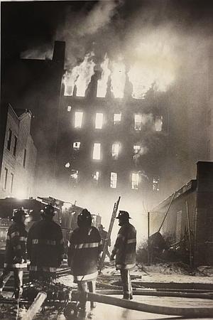 Incendio al Bronx, New York, 1970. Fonte: «New York Post». Autore: Vernon Shibla
