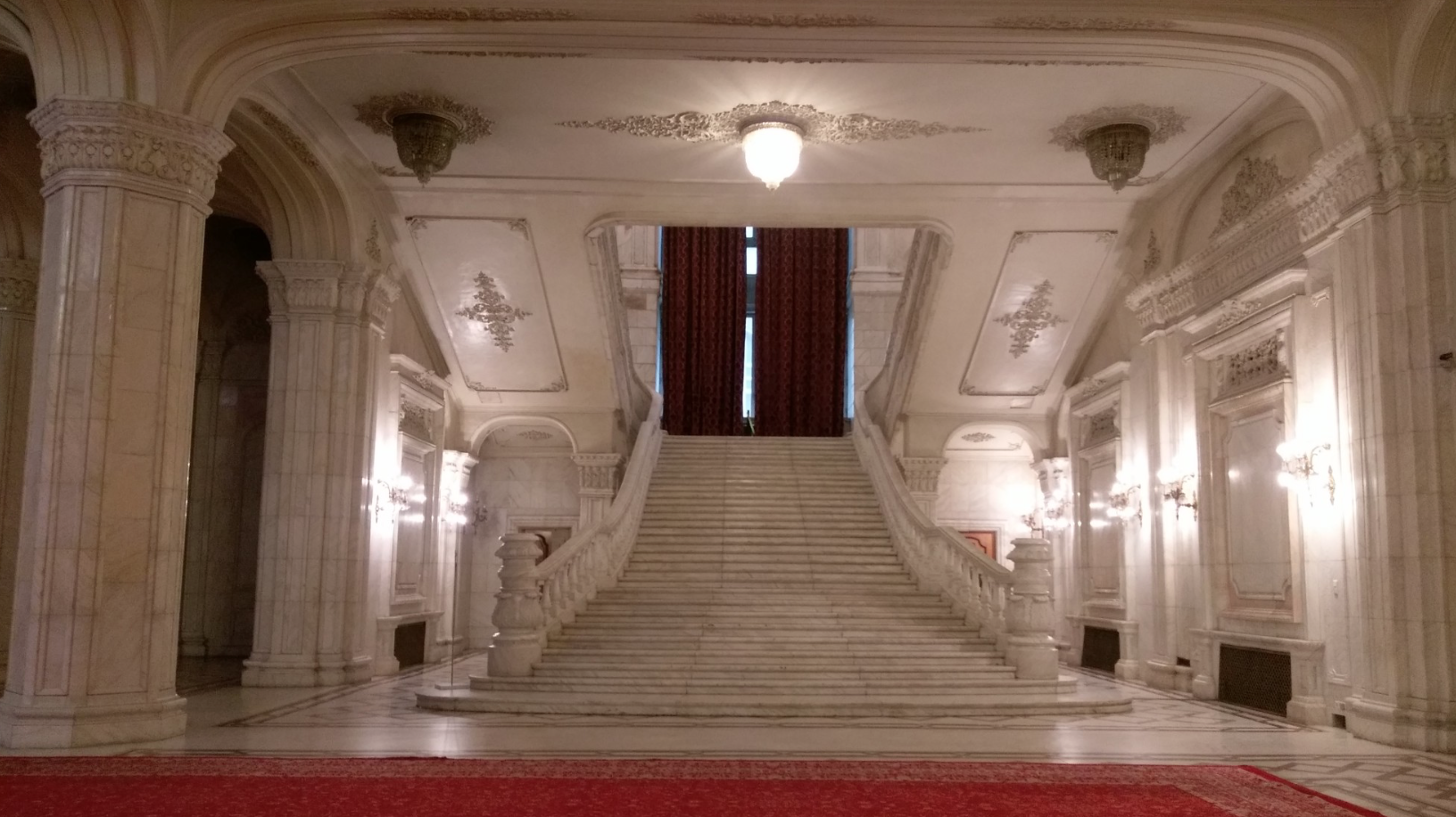 Interni del Palazzo del Popolo