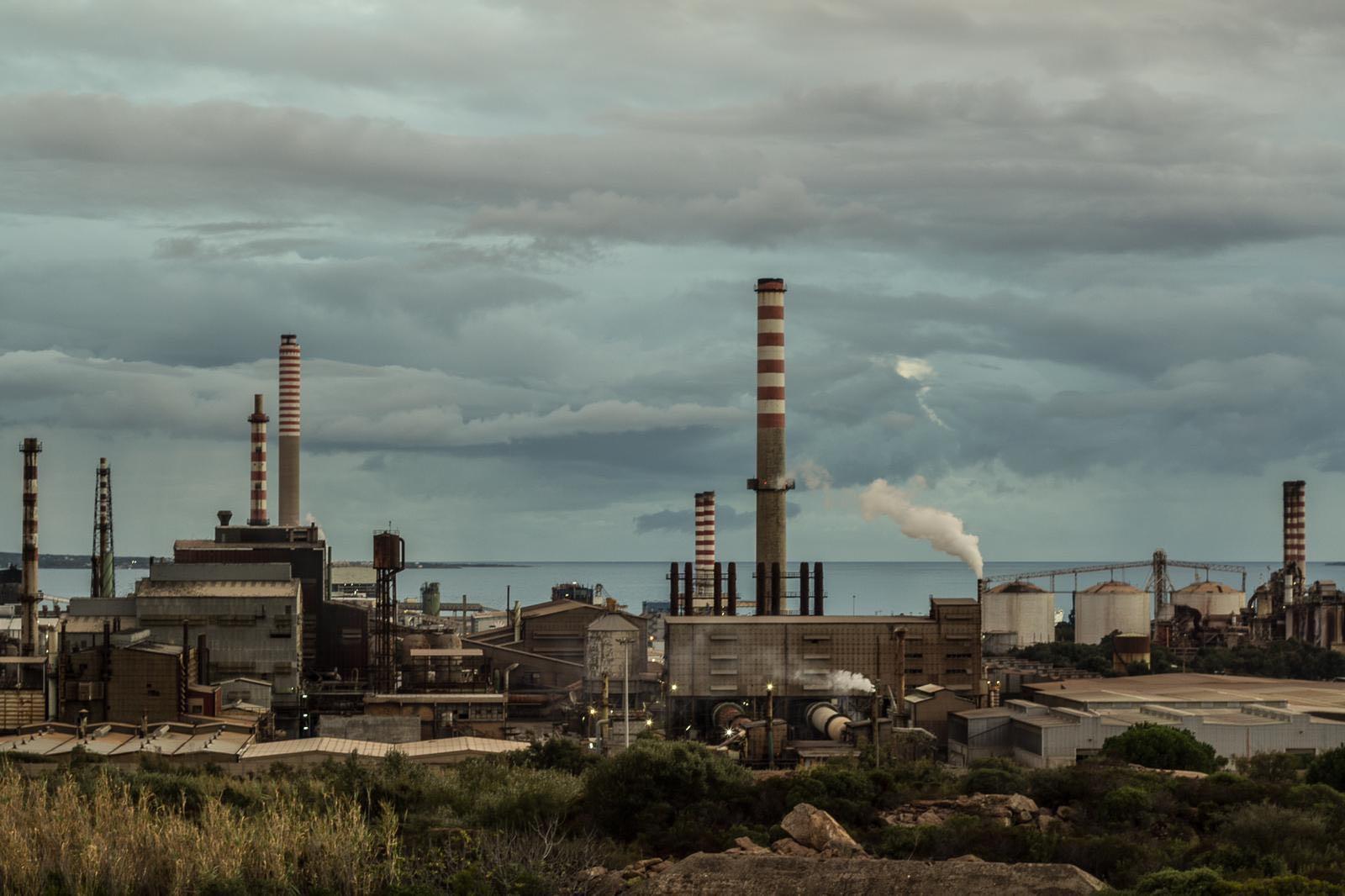 Polo industriale di Portovesme, frazione di Portoscuso, nella provincia del Sud Sardegna