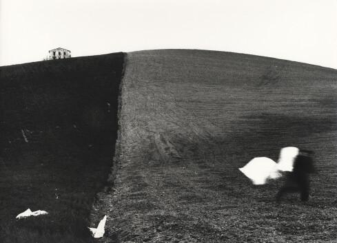 Mario Giacomelli, Metamorfosi della terra, anni '70, Courtesy Archivio Mario Giacomelli © Rita Giacomelli